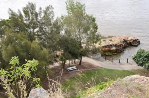 Rocky outcrop Brisbane River